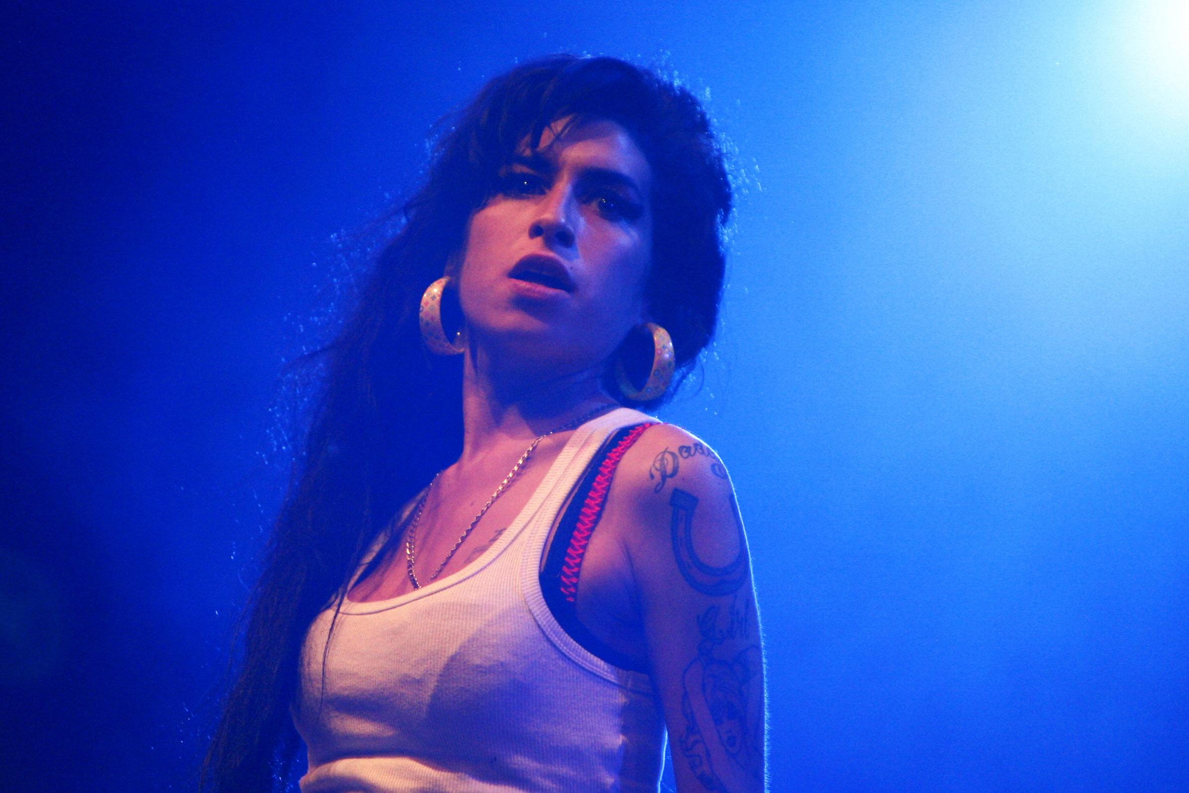 Amy Winehouse: neuer Busen!